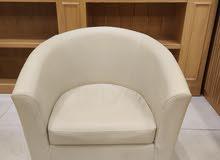 (19) كرسي جلد بيج