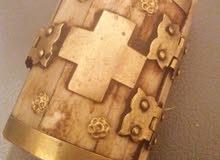 صندوق صغير الحجم، قديم من الذهب والعود