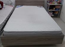 Queen size bed with medicated albagli mattresses