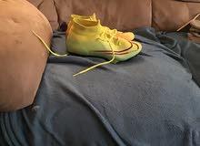 حذاء كرة قدم مستعمل يوم