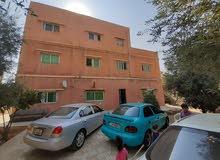 عماره للبيع في سحاب مجمع باصات الموقر خلف حلويات الايوان