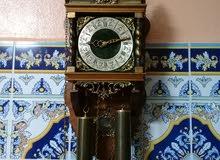 ساعة حاٸطية ميکانيکية ألمانية  من الخشب  والنحاس  تحفة  ناذرة  تعمل  بشکل جيد