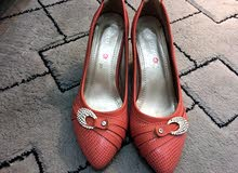 حذاء زهري فاتح