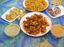 عامل يجيد طبخ المأكولات العمانية