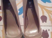 بيع أحذية سواري