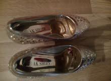 حذاء نسائي مع كعب جديد