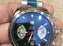 ساعة طبق الأصل بجميع تفاصيلها