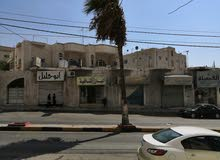 مبنى تجاري سكني على شارعين مع شقتين على شارع 30 م وشارع فرعي 12 م - اربد