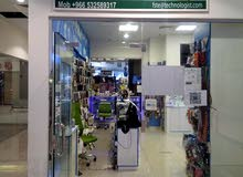موظف مبيعات سعودي محل جوالات
