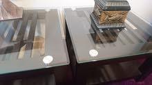 طاولة خشب مع لوح زجاجي سميك جداً بديكور رائع جدا