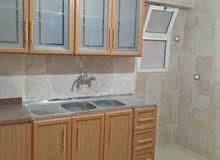 شقة للايجار بموقع متميز جدا تصلح سكني أو مقر إداري بالحي الثامن الشيخ زايد