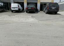مركز صيانه (كراج)  للبيع بكامل معداته 3 ابواب في البيادر