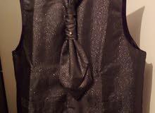 بدلة عريس3قطع استخدام مرتين اشتريتها ب70بدي ابيع ب30مقاس الجاكيتxlوالبنطلون46