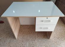 طاولة مكتبية وطاولات استقبال ومبيعات
