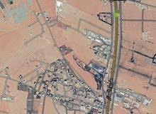 أرض للبيع 1046 م القسطل حوض 7/الموارس  عليها شارع معبد منطقة فلل