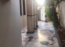 فيلا سكنية ممتازة كبيرة دورين نظام مناسيب داخل المخطط في حي دمشق
