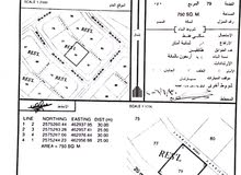ارض سكنية مساحتها 750م2 عبري/الدريز تبعد عن اقرب شارع مسافة900 متر