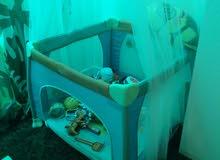 سرير اطفال و play area