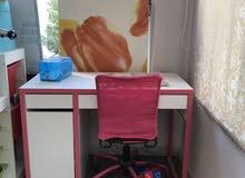 مكتب مع كرسي مستعمل و بحالة جيدة جدا للبيع من Ikea