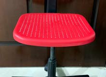 كرسي نظيف وغير مستخدم