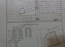 ارض في مرباط مربع ع ركنية ومساحة كبيرة