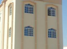 للايجار شقة في المعبيلة السابعة بالقرب من الشارع العام بـ160رع
