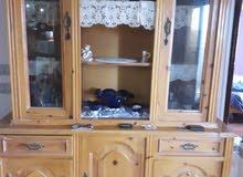 غرفة سفره (طاولة و كراسي و نيج ) بحالة ممتازة