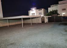 غرفه مع دورة مياه= عائله او موظفات