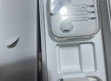 كارتون ايفون 6 اس مع جوزة شحن اصلية وهدفون اصلي لايتلنك