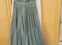 فستان سهرة بحالة ممتازة استعمال 3 ساعات فقط