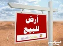 قطعة ارض نص هكتار وفيها عماره علي الرئيسي وتجي علي 4 شوارع