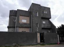 منزل من طابقين ( بئر الأسطى ميلاد خلف جامع نجم الدين )