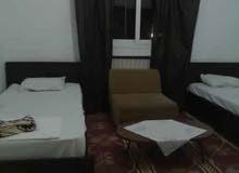 ستيديو مفروش بغرفتان و مطبخ و حمام و تدفئة مركزية