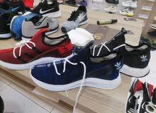 أحذية شبابية حذيثة بسعر الجملة من ماركت اديداس المكان جنزور