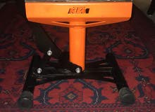 That is a hydraulic KTM Jack only for motorcross