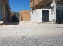 منزل للبيع في مدينة الخمس . بالقرب من المرور و خلف سوق السنبلة