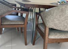 طاولة طعام خشبية