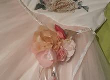 فستان للاعياد والمناسبات لونه زهري في الابيض راقي ونازك ملبوس مرتين قاعد جديد