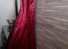 فستان احمر لميع مميز و بظهر شفاف للإيجاررر