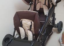 مقعد أطفال للسيارة وعرباية دبل استعمال خفيف للبيع