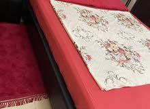 , سرير نوم جلد ، المقاس 160/ 200 cm ، يفتح من تحت ، مستعمل سنة ، نوعية جيدة
