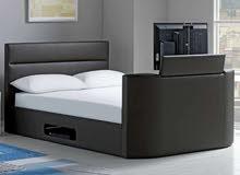 سرير جلد لون اسود  مدمج بقاعدة شاشة 32 بوصة