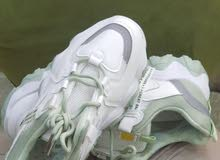 أحذية رياضية نسائية