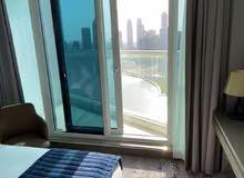 تملك شقة فاخرة ذات الإطلالة البانورامية على القناة المائية في الداون تاون وسدد ثمنها على سنتين