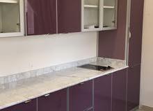 فني خبره في مجال ( المطابخ ) تصليح وفك ونقل جميع انواع المطابخ + تنظيف المطابخ والمداخن