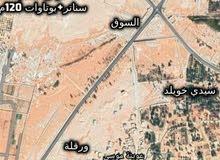 أرض 216 م / 120 م فيها سناتر وبوتوات