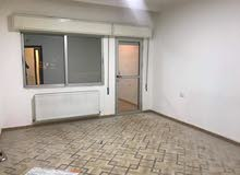شقة 3نوم لإيجار فارغ خلف مخابز براديس أرضية مع مدخل خاص وكراج خاص