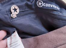 شنطة يد نسائية بحالة ممتازة جديدة اصلية من الماركة العالمية Converse