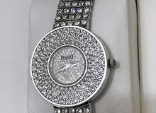 ساعة فاخرة من بياجيه، من الذهب الأبيض، على شكل دائري، مرصعة بالألماس الأبيض