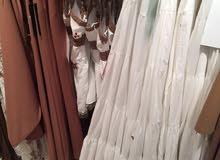 للبيع كمية ملابس نسائية (جملة)